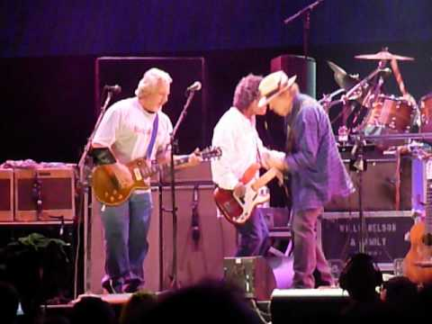 "Neil Young & Crazy Horse perform ""Ramada Inn"" at Farm Aid 2012"