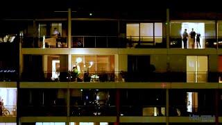Opera singers perform 'I still Call Australia Home' on Sydney balcony