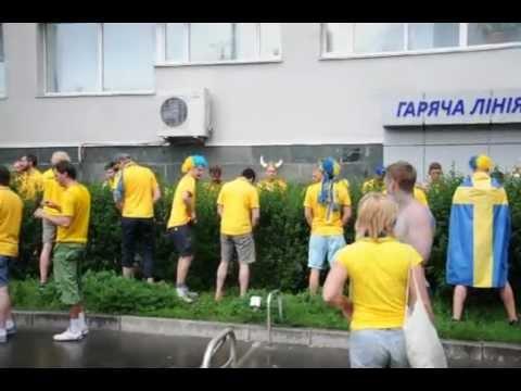 Шведы не украинцы, им можно писать где попало в Киеве