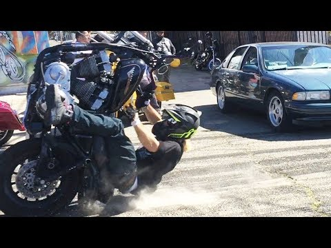 Brutal Harley Wheelie Crashes 2017 💀 Dyna, FXR, Bagger