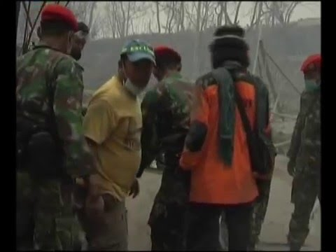 Evakuasi Erupsi Merapi Oleh KOPASSUS Okt - Nov 2010  (2/6)