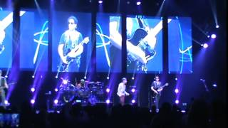 "Journey performs ""Open Arms"" live at the Lethbridge Enmax Centre July 19, 2015"