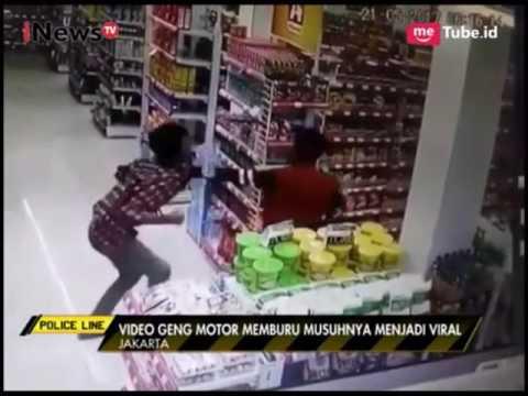 Brutal !! aksi gangster menghabisi korbannya yang lari ke alfamart lalu di bunuh, terekam cctv thumbnail