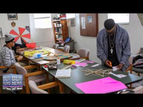 Bermuda Kites Made & For Sale At Harbour Light, March 30 2015