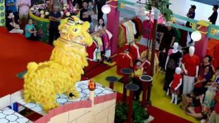 CNY2017 ~ Phoenix Lion Dance (凤凰舞獅 Múa Lân) by Shaolin Goh Chor 少林五祖@ Atria (4K UHD)