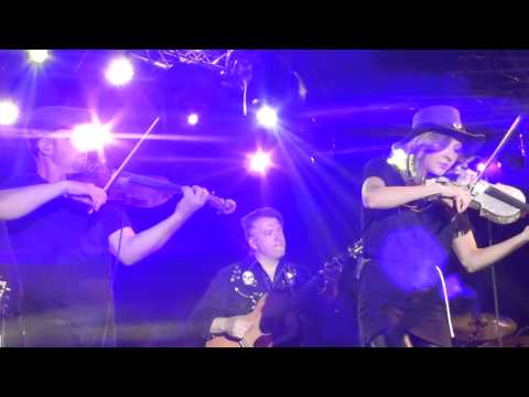 MacKenzie Porter  Live And Let Die  Shake It Off  July 26, 2015  Edmonton, AB  KDays