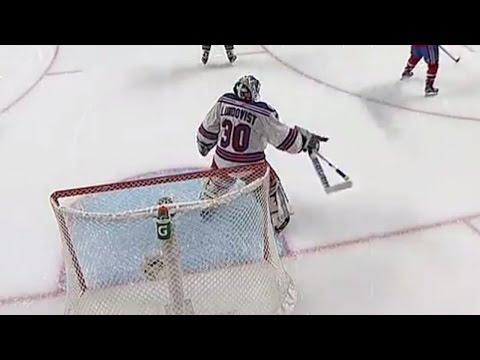 Canadiens take advantage of Lundqvist's broken stick