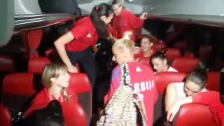 Slavlje naših košarkašica u autobusu