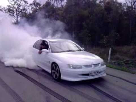 Vt Commodore Burnout 3gp Youtube