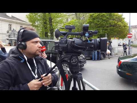LIVE: Prinz Charles kommt bei der Britischen Botschaft in Wien an!