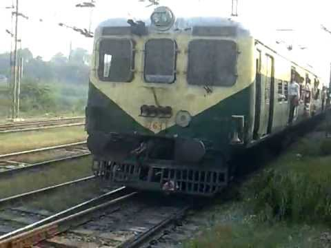 Duronto given a superb parallel chase by Delhi EMU from Sahibabad!! You can never guess who won!!