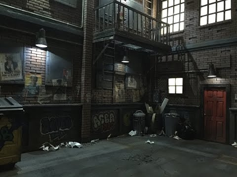 045.Mechbay Dios #9 - Two Story Building (exterior) / Back Alley Diorama