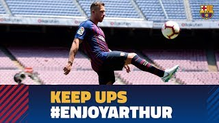 Arthur touches the ball for the first time as a Barça player