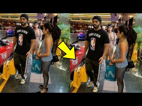 Arjun Kapoor looks so cute carrying shopping bags of Janhvi And Khushi Kapoor in London