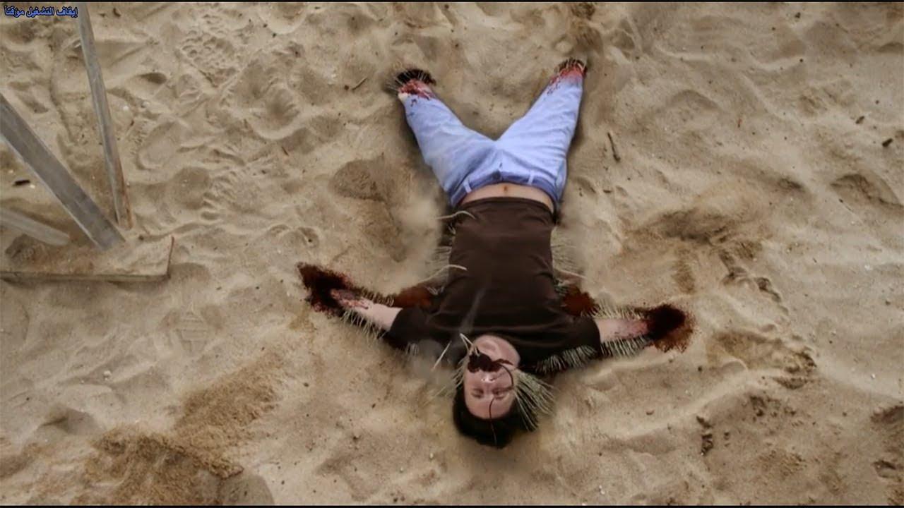 رمال متحركه موجود فيها كائن غريب و بيتغذي علي اي حد بيمشي علي الرمله😳😳 - ملخص فيلم The Sand