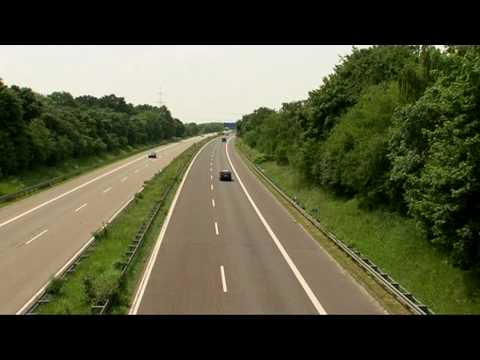 Driving fast on the German Autobahn - english Mp3