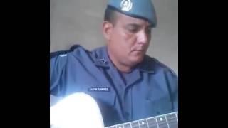 """Policial cantando música """"Raridade""""!!!!"""