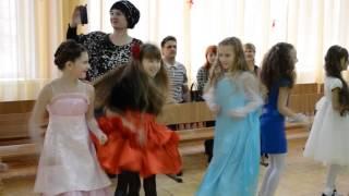 Новый год в начальной школе / ВОЛЖСКИЙ(, 2014-12-28T13:38:14.000Z)