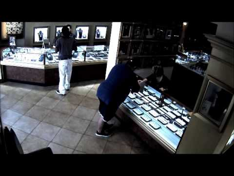 Detectives Seek the Identity of Two Jewelry Thieves (Report# 13-146307)