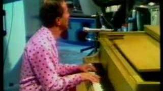 Video Marty Robbins Sings 'Candy Kisses.' download MP3, 3GP, MP4, WEBM, AVI, FLV Mei 2018