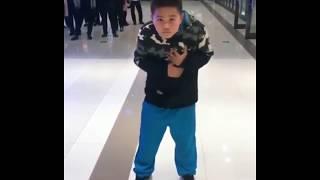 Sosyal Medyayı Sallayan Müthiş Dans Eden Çocuk
