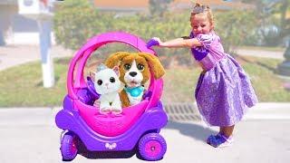 ستايسي يجمع اللعب على عربة جديدة للأميرات.