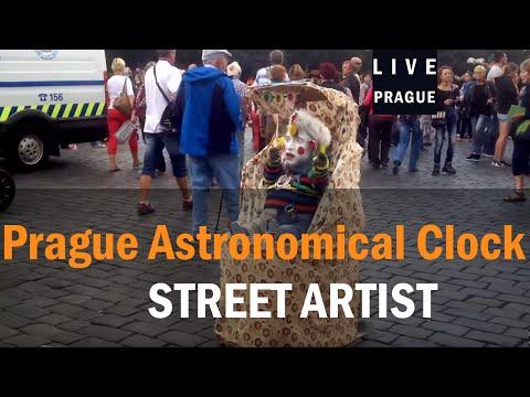 Street Artist Prague - Bebe - Baby - hahahahaah - Funny Artist - Man in the cradle Prank