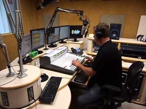 Panelão da ClubeFM101,5 MHz apresentação Iujo...