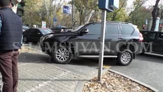 Ավտովթար Երևանում  բախվել են Toyota ն ու Opel ը  վերջինը հայտնվել է մայթին