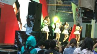 タイのバンコクで行われたAKB48の野外コンサートです。 AKB48 คอนเสิร์ต...