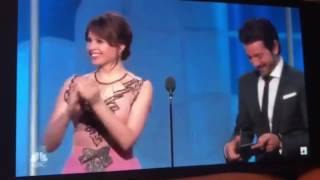 Golden Globes 2017 FAIL- Emma Stone Awkward Hug With Damien Chazelle