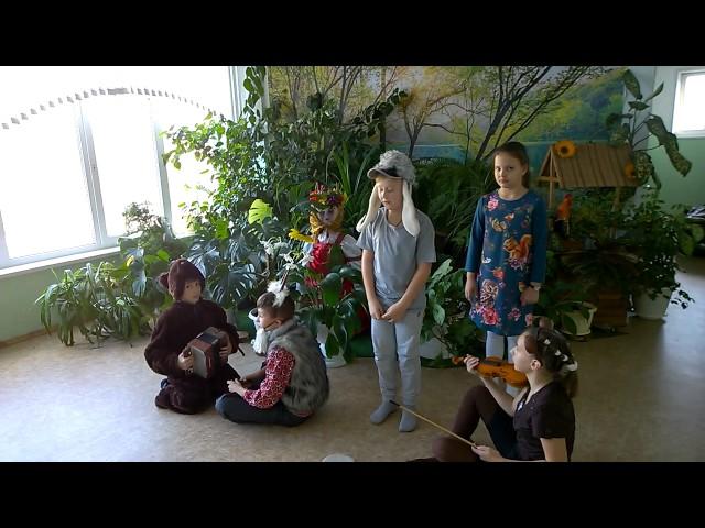 """Изображение предпросмотра прочтения – «Ученики 4 А класса МБОУ """"Школа №34""""» читает произведение «Квартет» И.А.Крылова"""