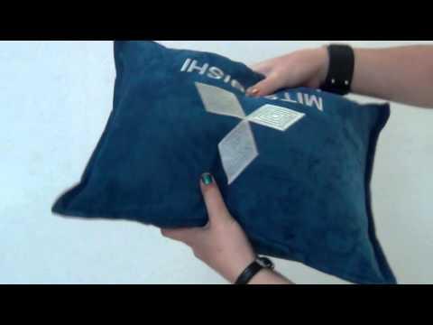 автомобильные фото с подушки логотипом