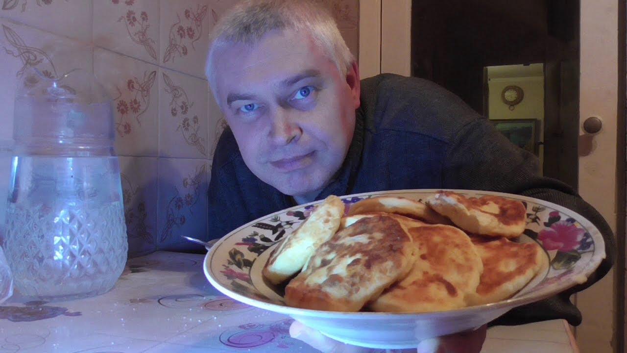 Я живу на кухне, кушаю сырники