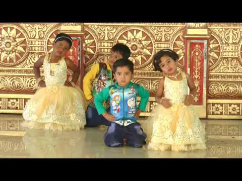 Ekati Ekati Ghabarlis Na Aai - HD English Medium School Gathering Dance - 2016-17
