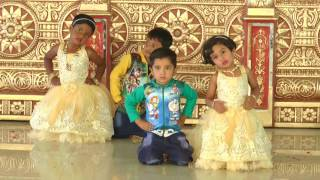 Ekati Ekati Ghabarlis Na Aai - HD English Medium School Gathering Dance - 2016-17
