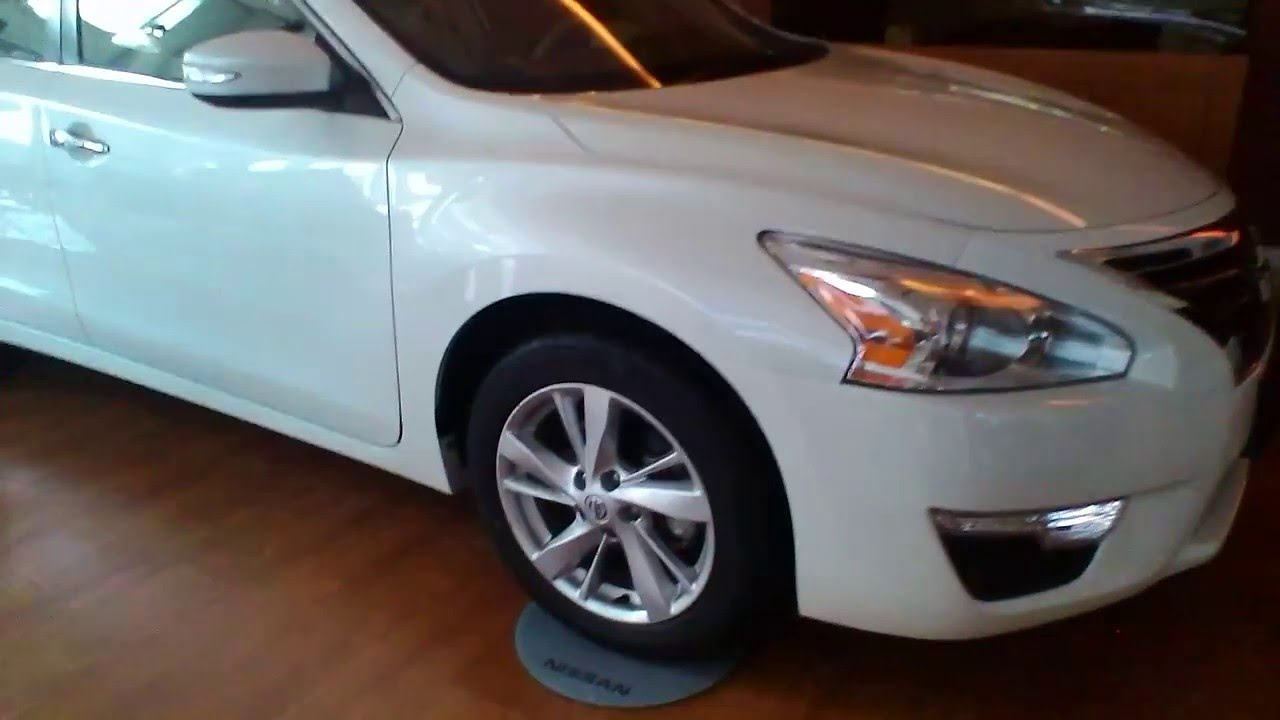 Nissan altima 25 sv review white youtube nissan altima 25 sv review white vanachro Images