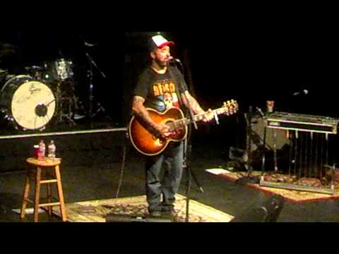 Aaron Lewis - Who Are You When I'm Not Looking
