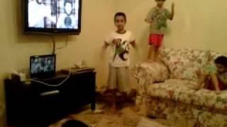 الصغار يغنون مع علاء وردي !