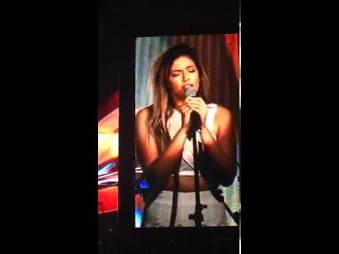 Bethany Mota singing Flashlight at YTFF Manila
