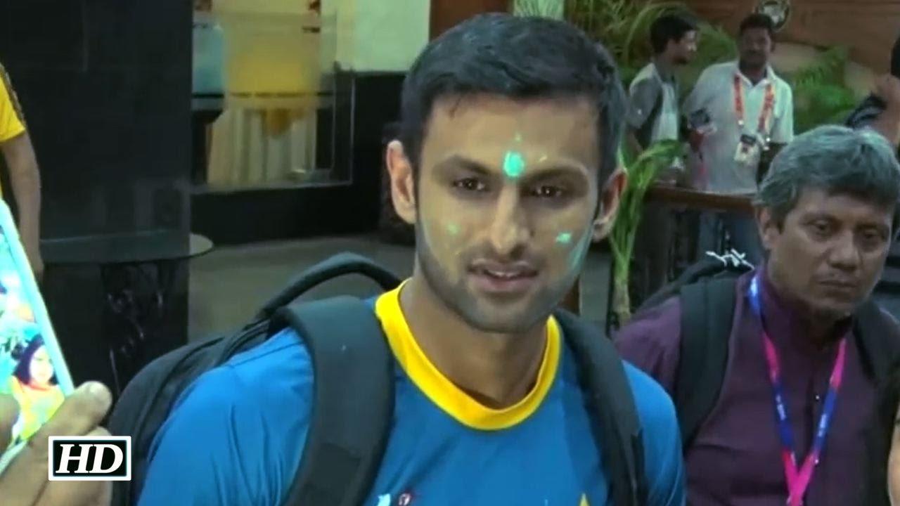 Pakistan Cricketer Shoaib Malik Celebrates Holi In India