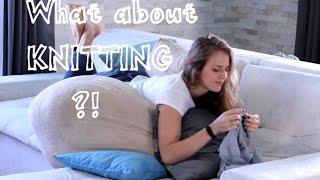 В поиске идеальной позы для вязания.Веселое видео. An'Me.