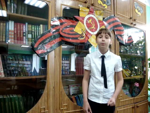 Изображение предпросмотра прочтения – ЕкатеринаЗавзина читает произведение «В день окончания войны» И.И.Рядченко