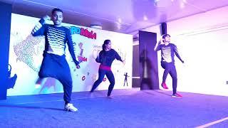 Group Dance and on Tu cheez badi hai mast mast