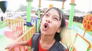 สไลเดอร์ลงน้ำ-สวนน้ำทริปกาญจนบุรี-น้องดาว