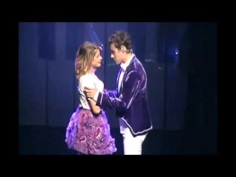 Violetta en Vivo Vilu y Leon se besan  YouTube
