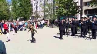 """9 мая: """"маленький солдат"""" зажигает под """"Ландыши""""!"""