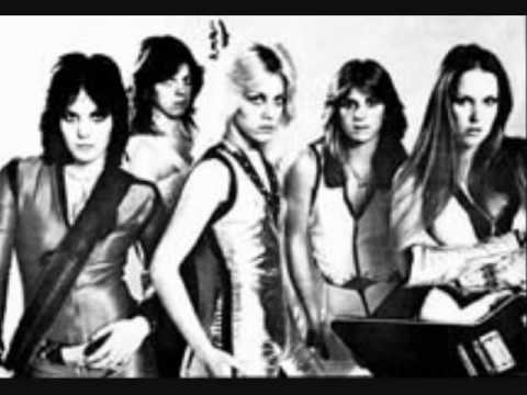 The Runaways- Queens of Noise (Live in Japan)