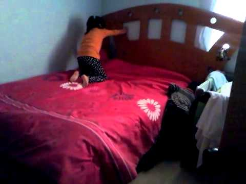 Nia y nio tendiendo cama  YouTube