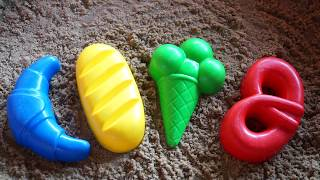 Playing with forms for sand, we learn colors and sing songs in English